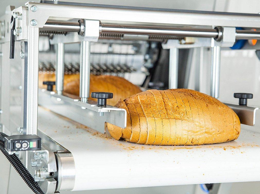 Industrial bakery slicing machine equipment